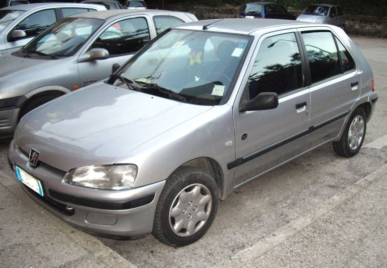 1200px-Peugeot_106_Open_facelift